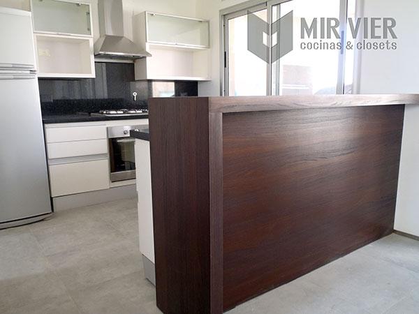 Mirvier cocinas y closets galer a de amoblamientos de for Barras para comedor
